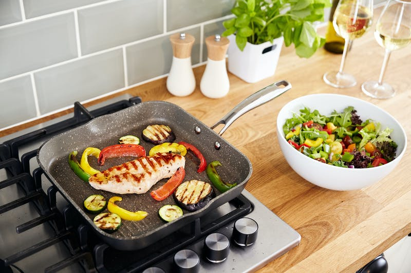 Stellar Rocktanium non-stick grill pan with healthy chicken steak and grilled vegetables