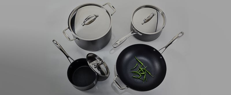 Stellar Hard Anodised cookware_1-2 330px_masked.png